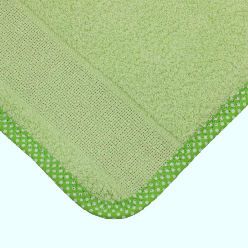 bavoir vert a broder elastique